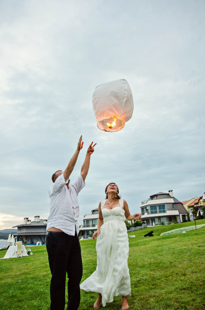 Newlyweds lighting up a sky lantern