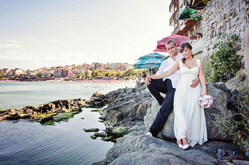 Сватбена фотосесия в Созопол на скалите