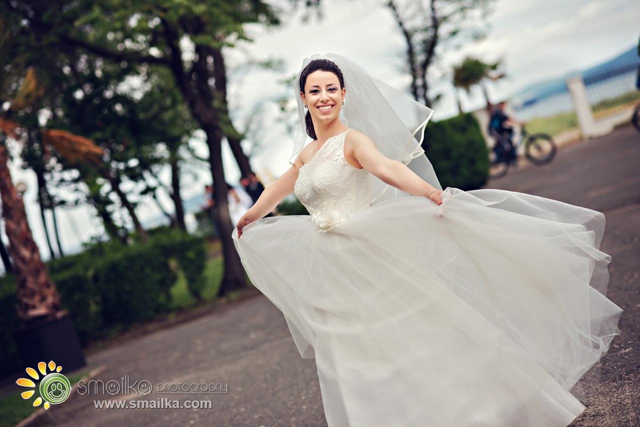 Wedding photography bride dancing wedding dress
