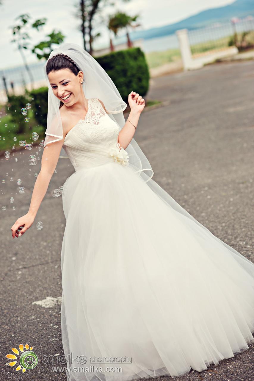 Wedding photosession bride wedding dress smile