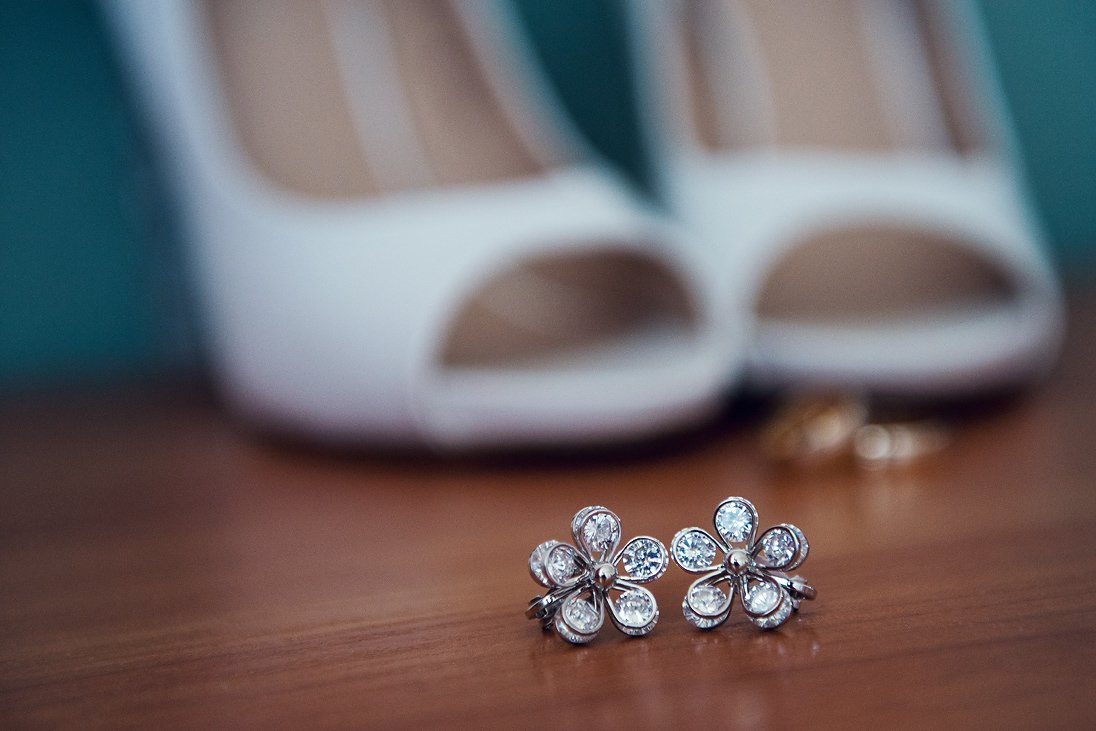 A photo of bride's silver earrings