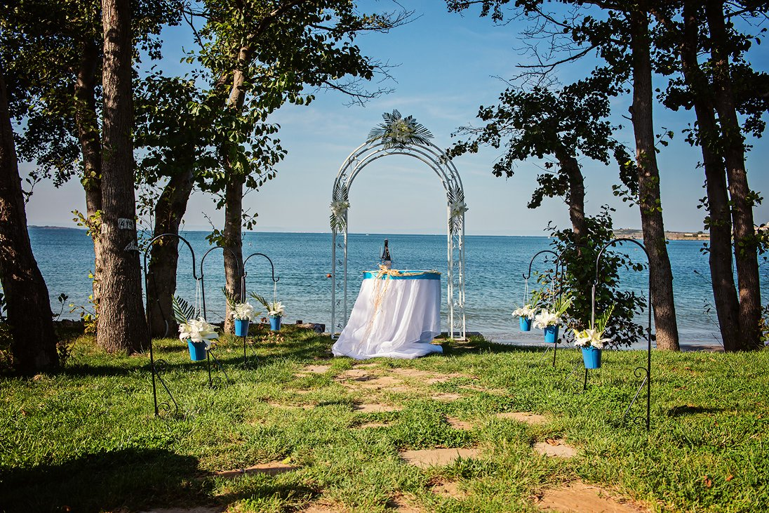 Wedding arc on the beach