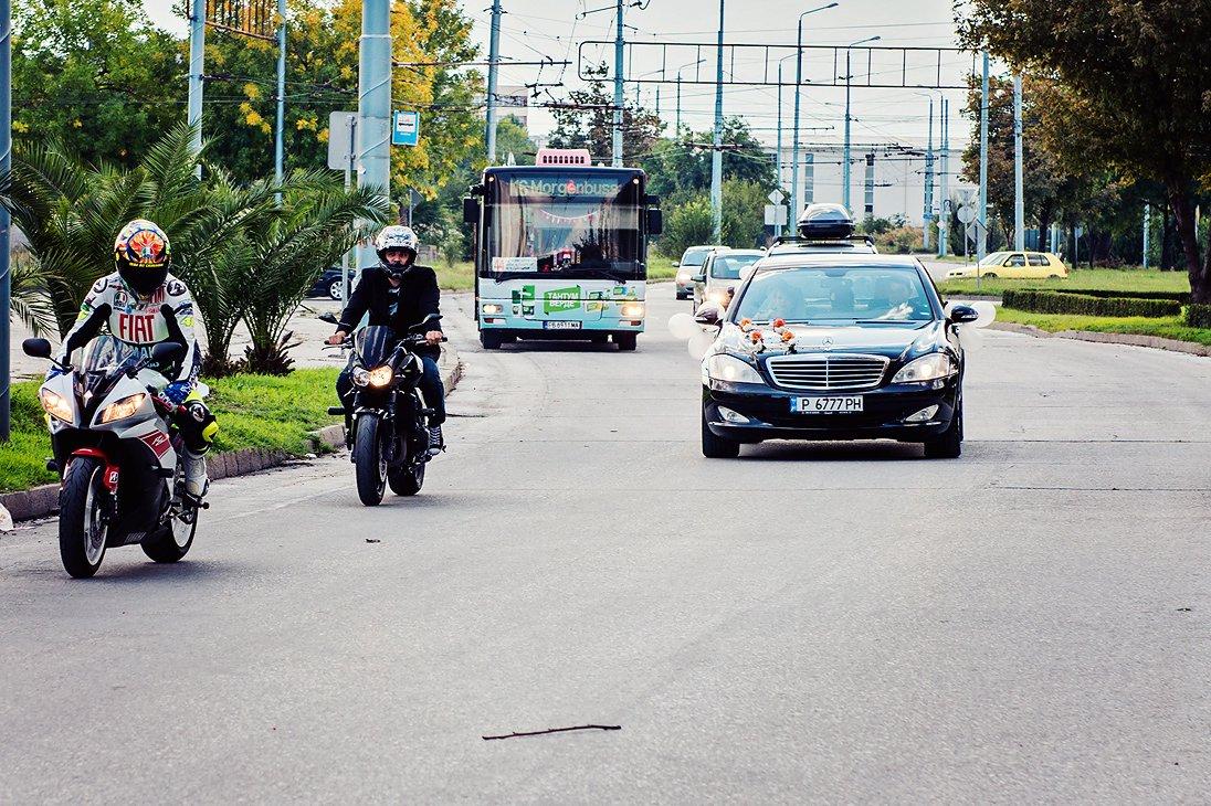Groom and bride motorcycles wedding escort