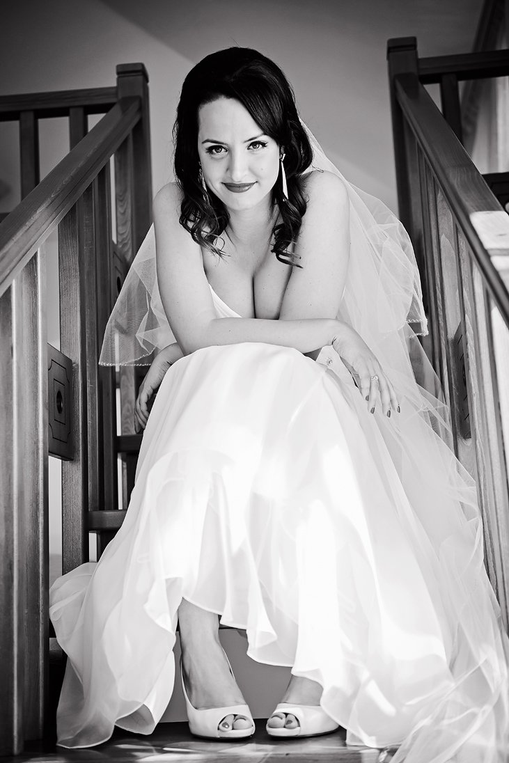 Bridal portrait on stairs in balck and white