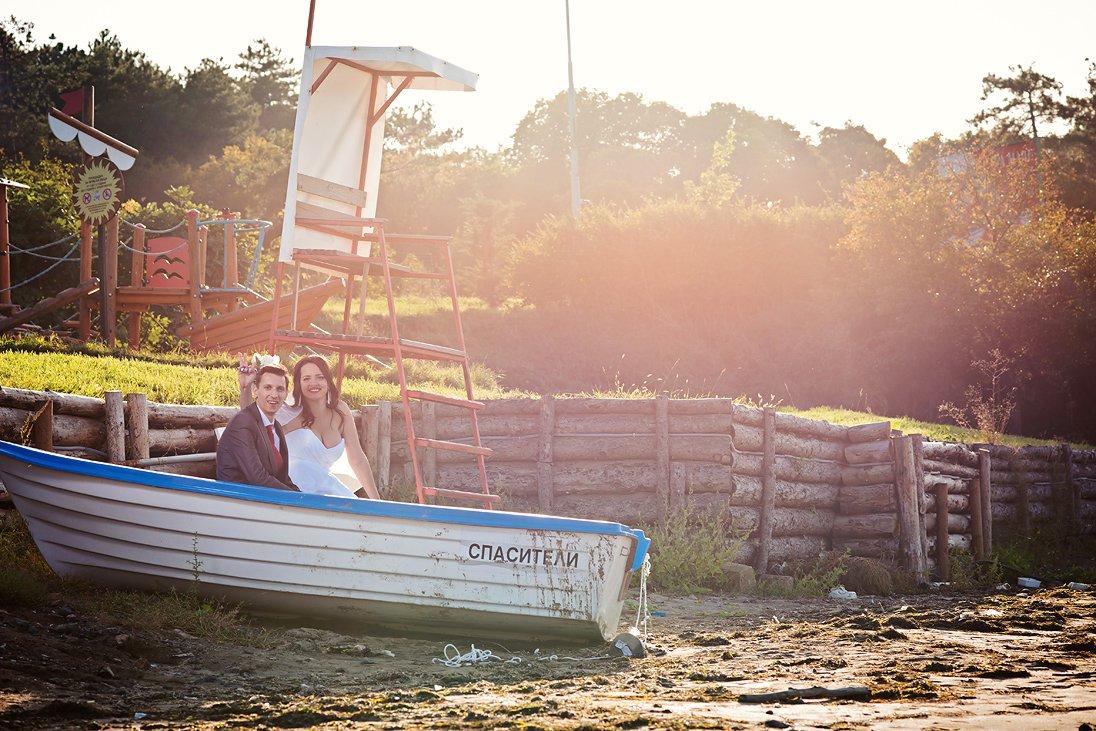 Romantic wedding photos on the beach