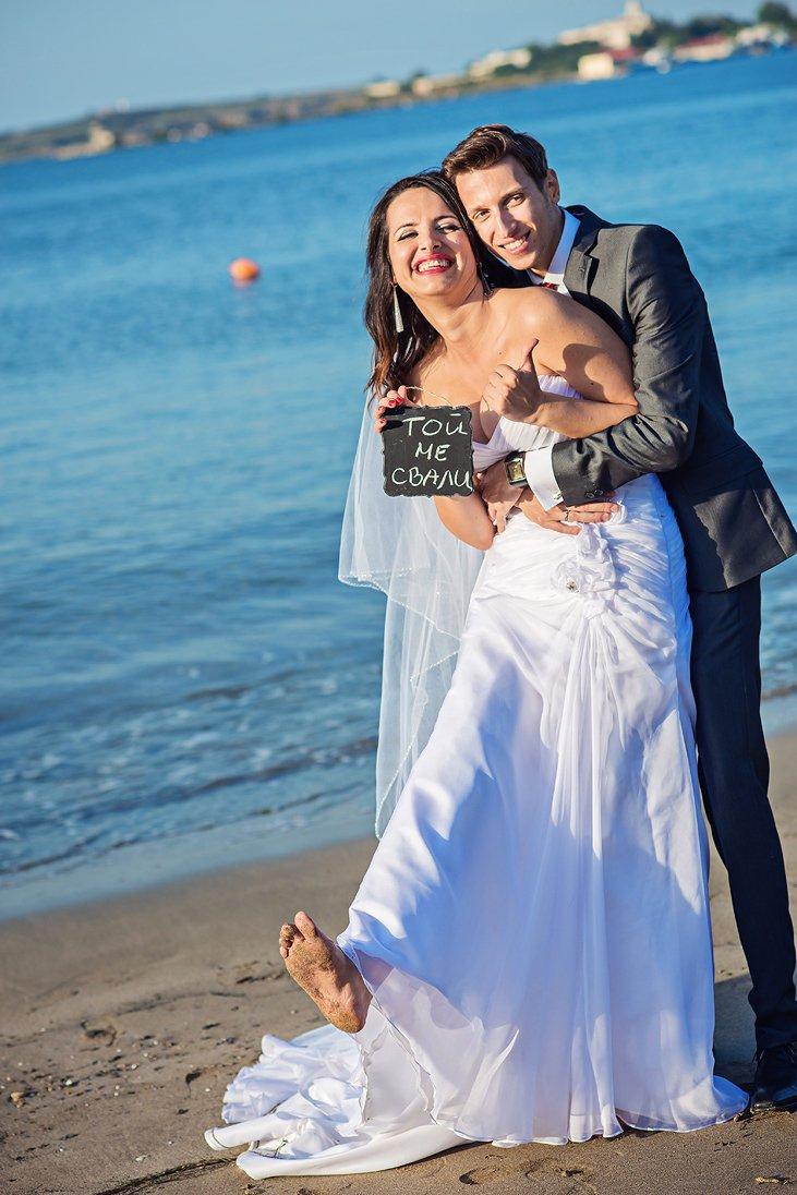 Funny wedding couple photo session