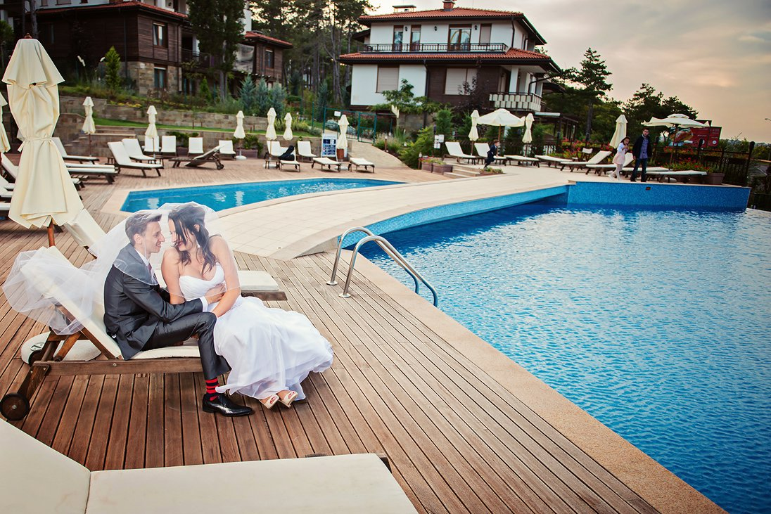 Romantic wedding photosession near the pool