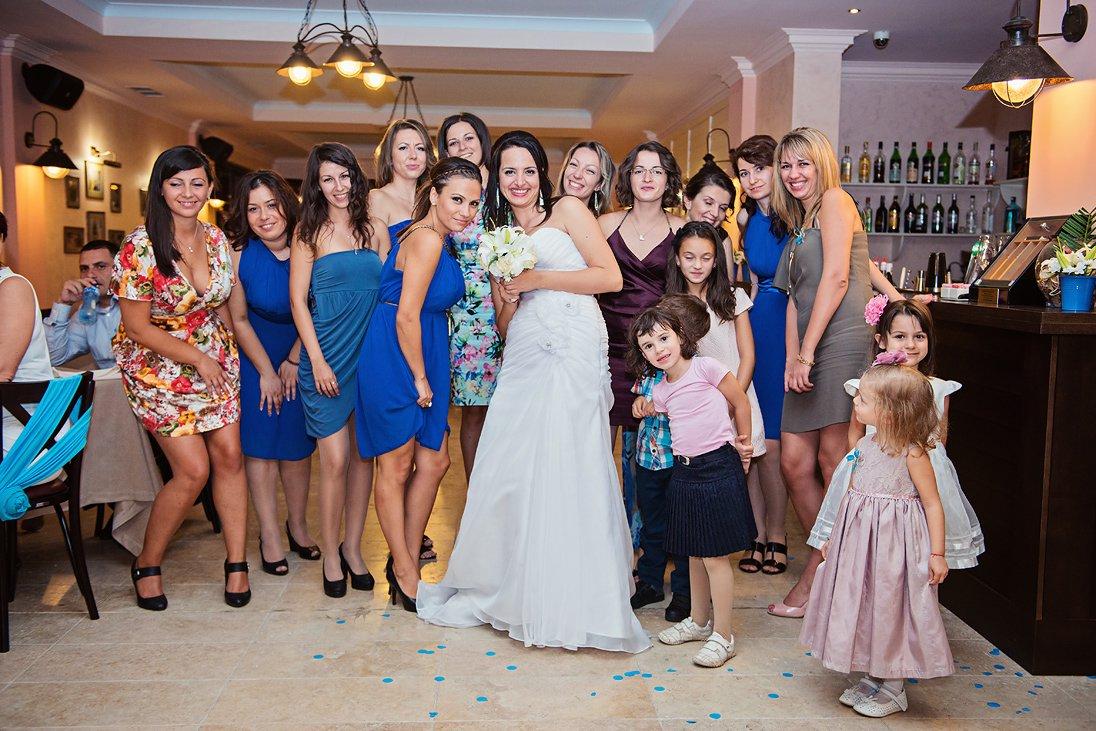 Wedding bouquet tossing in Santa Marina