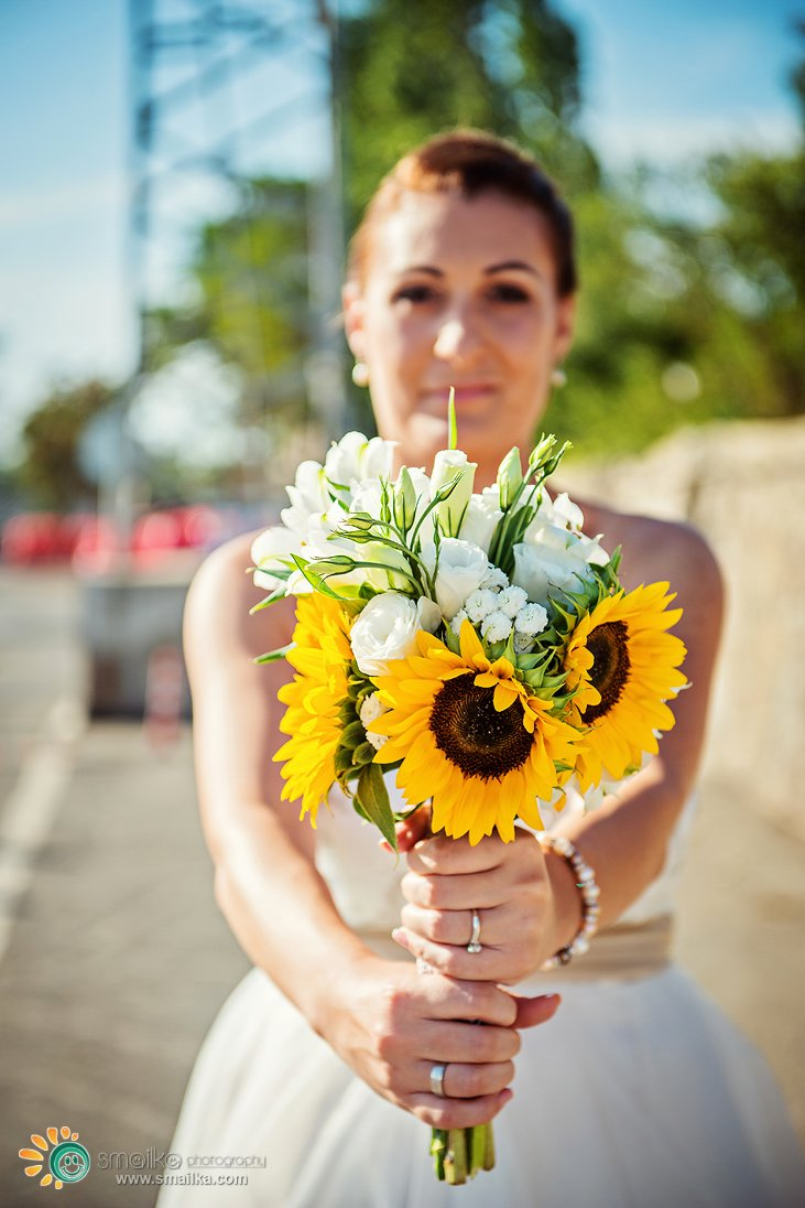 Bride holding a sunflowers wedding bouquet