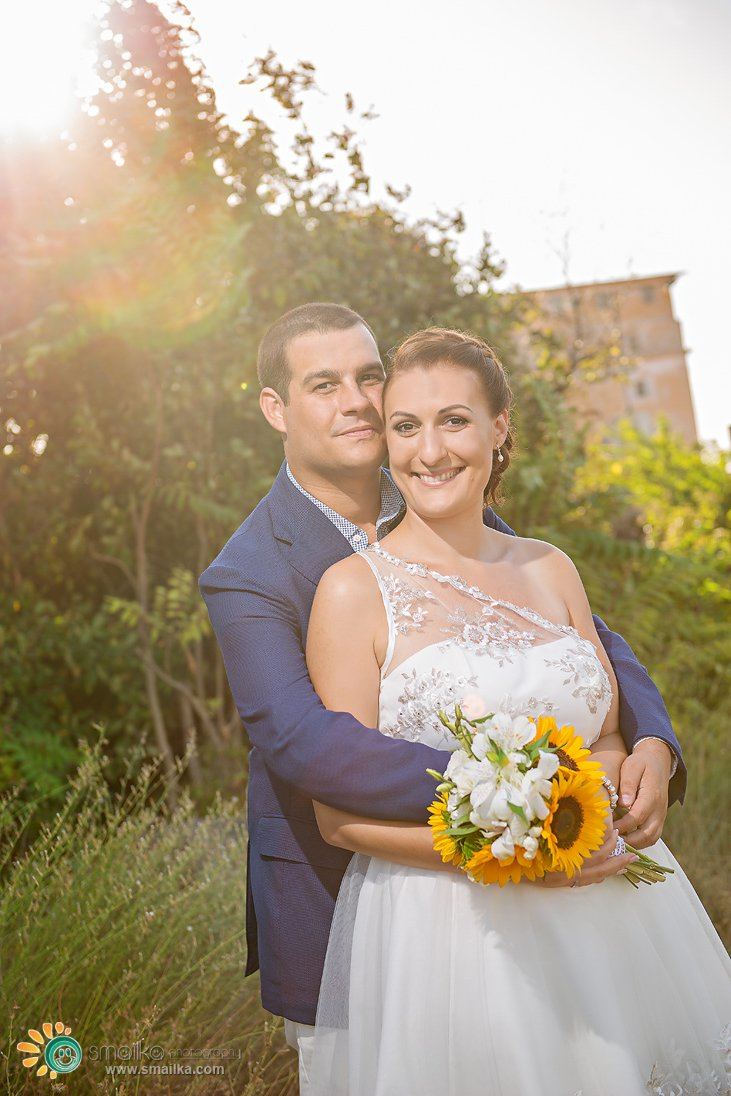 Wedding couple portrait sunflowers bouquet