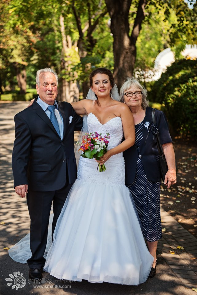 A photo of bride and parents