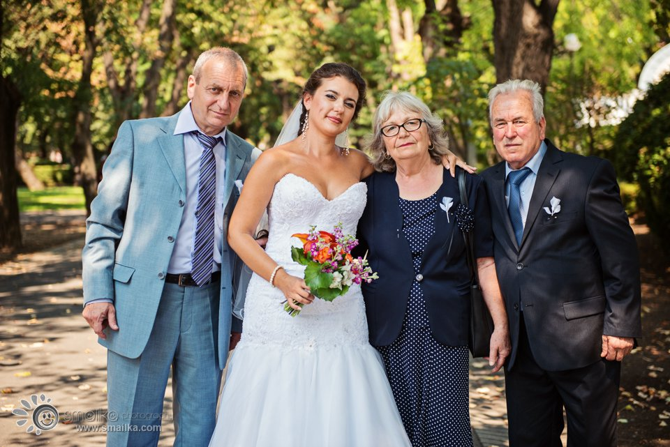 A photo of bride and family