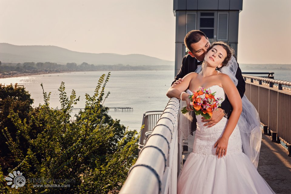 Wedding photosession Santa Marina Sozopol couple kissing by the sea