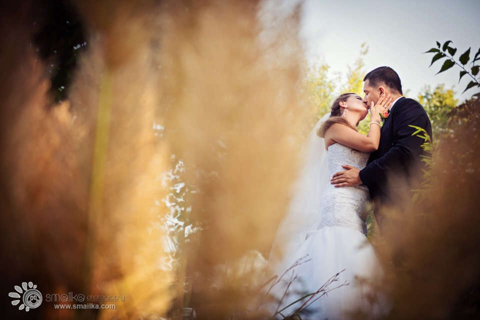 Wedding photosession Santa Marina Sozopol couple kissing