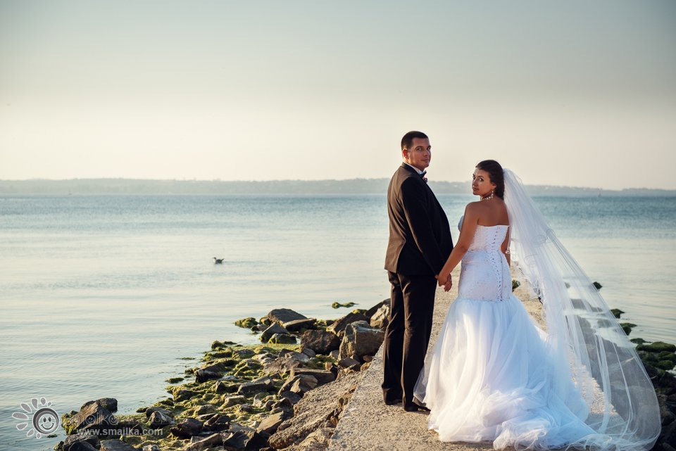 Wedding photosession Sozopol wedding couple by the sea