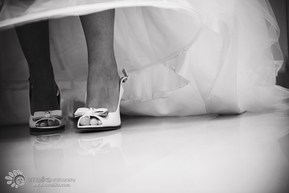 Bride preparation the shoes
