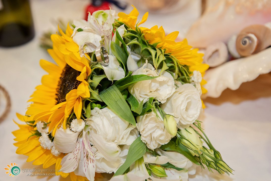 Wedding sunflowers bouquet