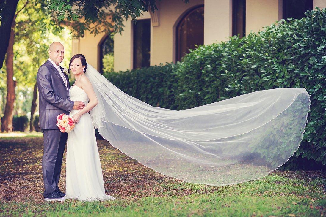 Romantic weddin photo session in the open