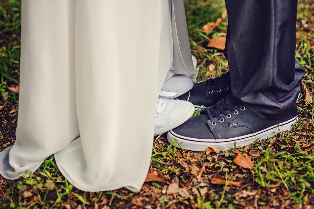 Bride is putting her feets on the groom's ones