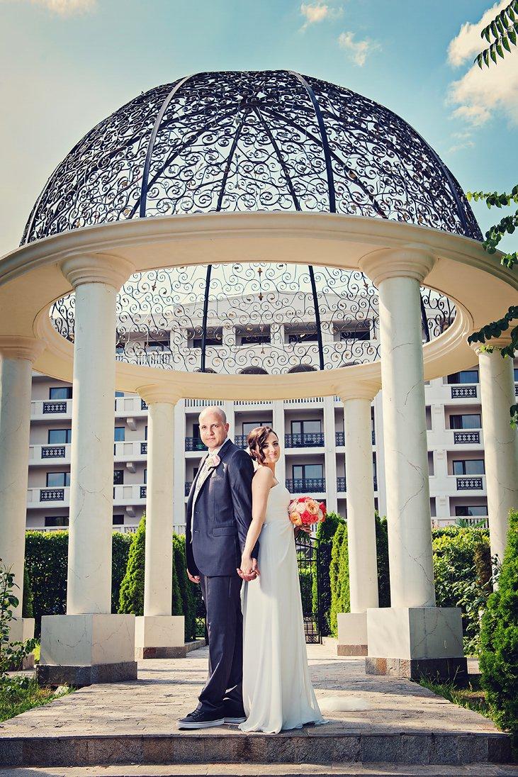 Wedding photo session near hotel Primoretz