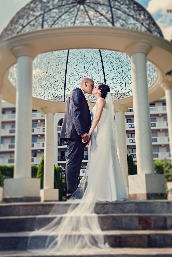 Romantic wedding photo session near hotel Primoretz, Burgas