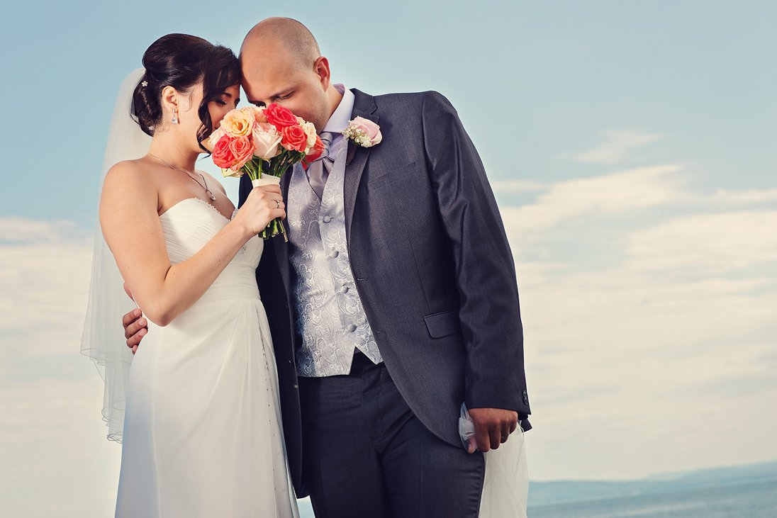 Wedding photosession on the sea