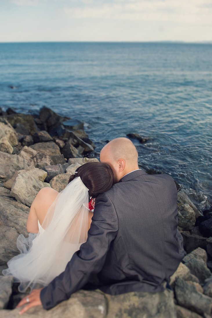 Bride and groom photography on the sea