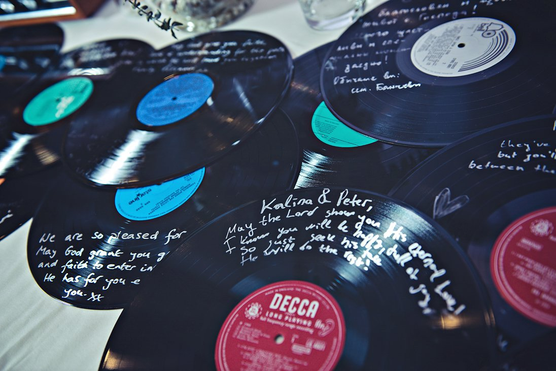 Gramophone records decorate the wedding