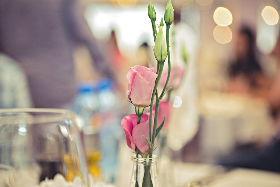 Gentle roses wedding decoration
