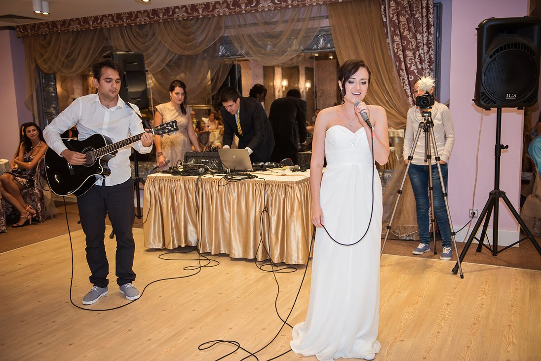 Kalina singing on her wedding