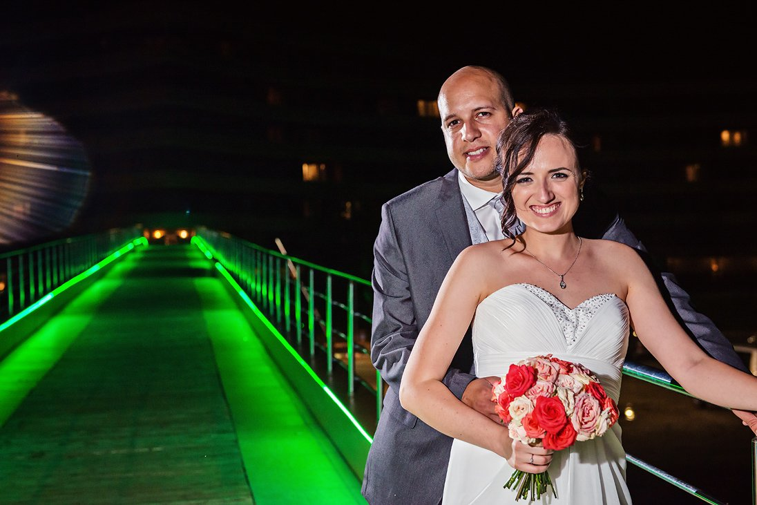 Bride and groom photosession at night