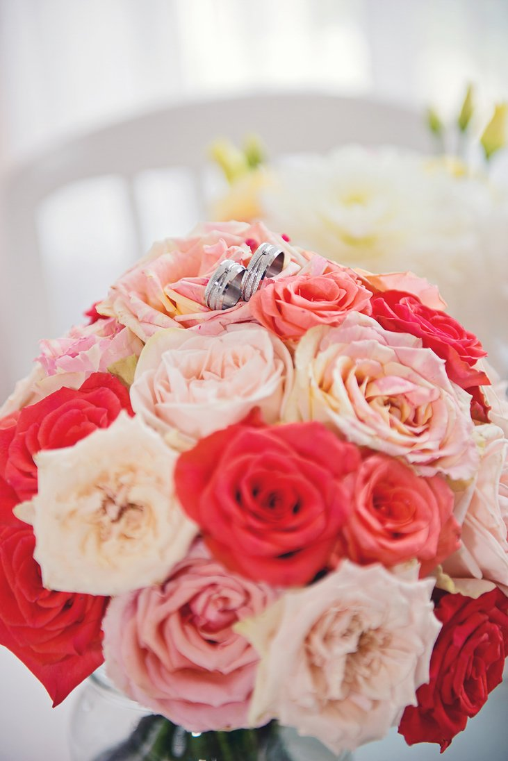 Wedding rings on the wedding bouquet