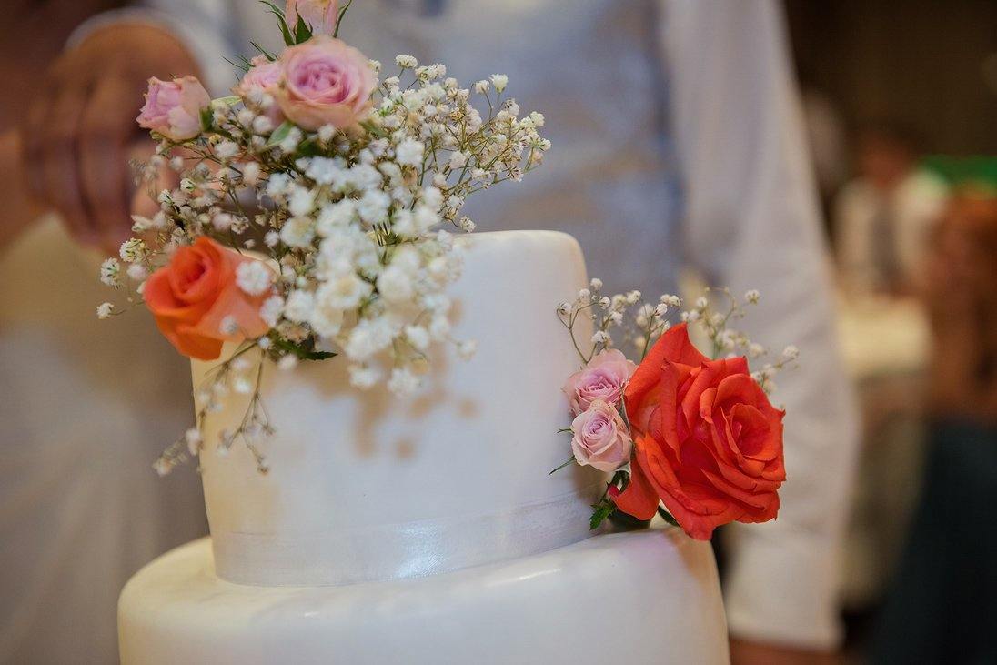 The wedding cake and flowers