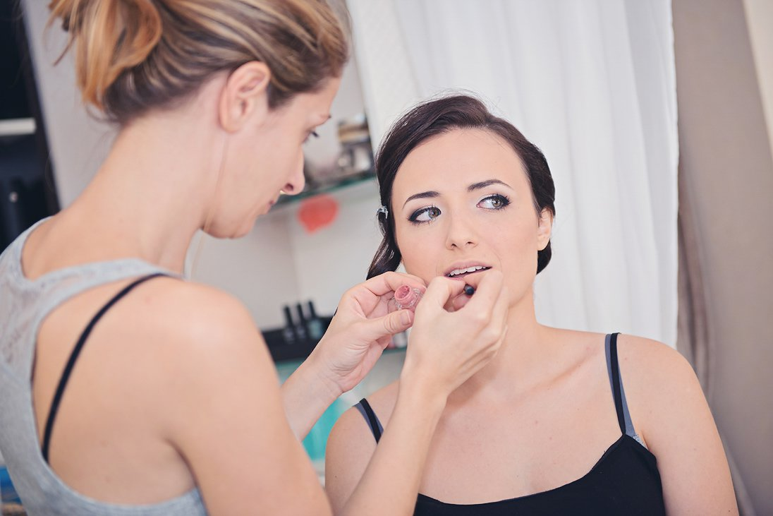 Bride's make-up and preparation