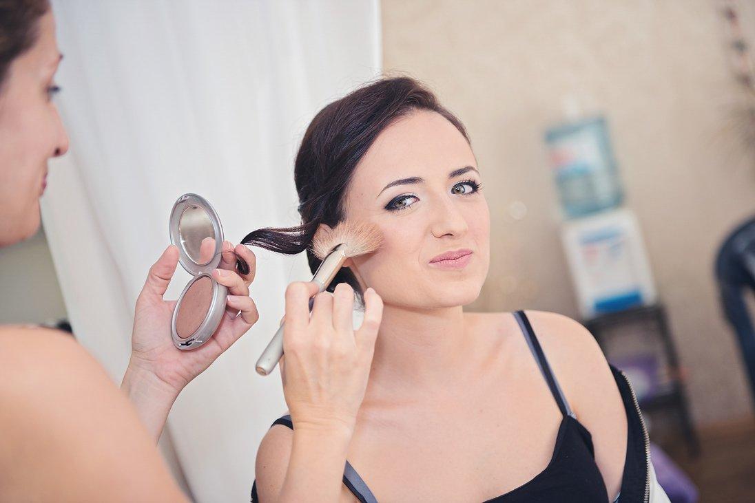 Bride praparation putting the make up