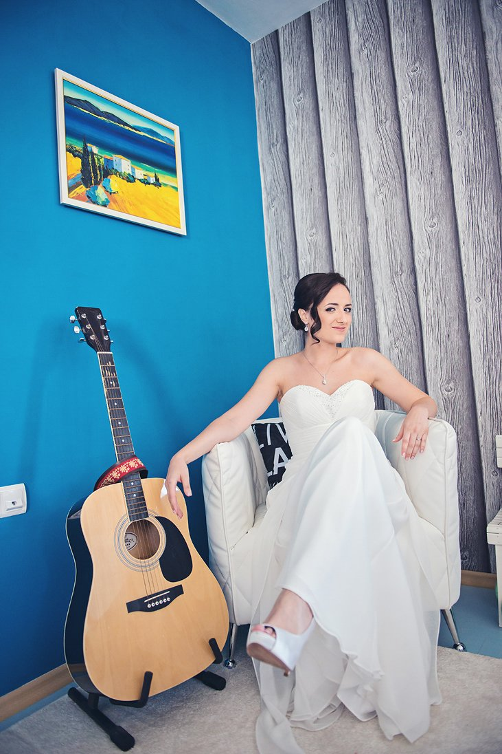 Kalina the Bride and her guitar