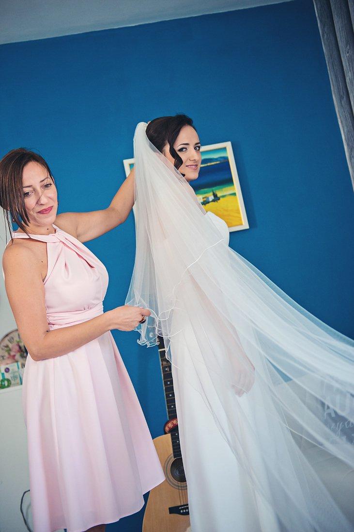 Bride preparation putting the veil on