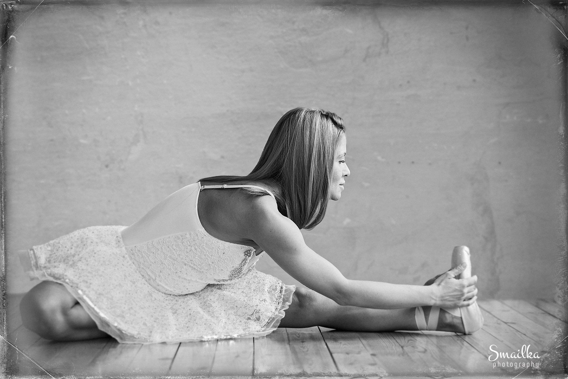 Ballerina stretching Yanica Dobrich