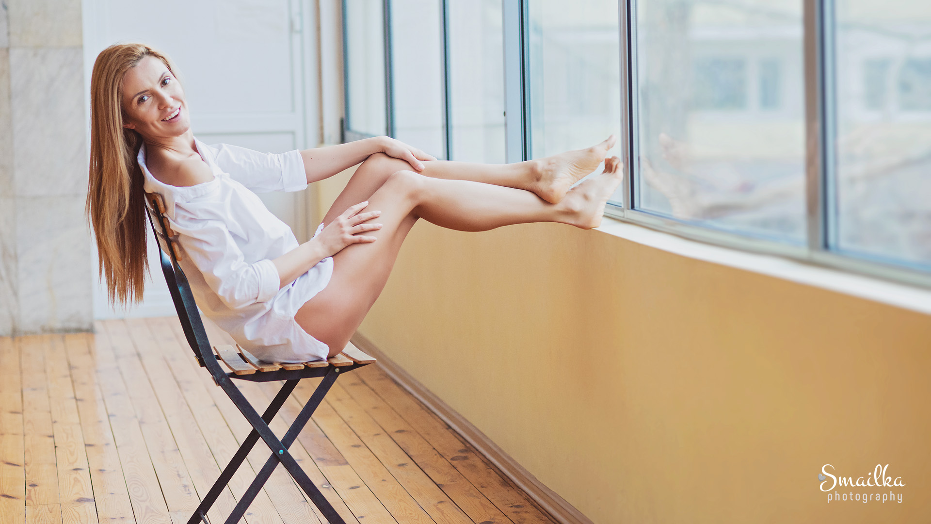 Ballerina photo Dobrich Yanica smiling on a chair