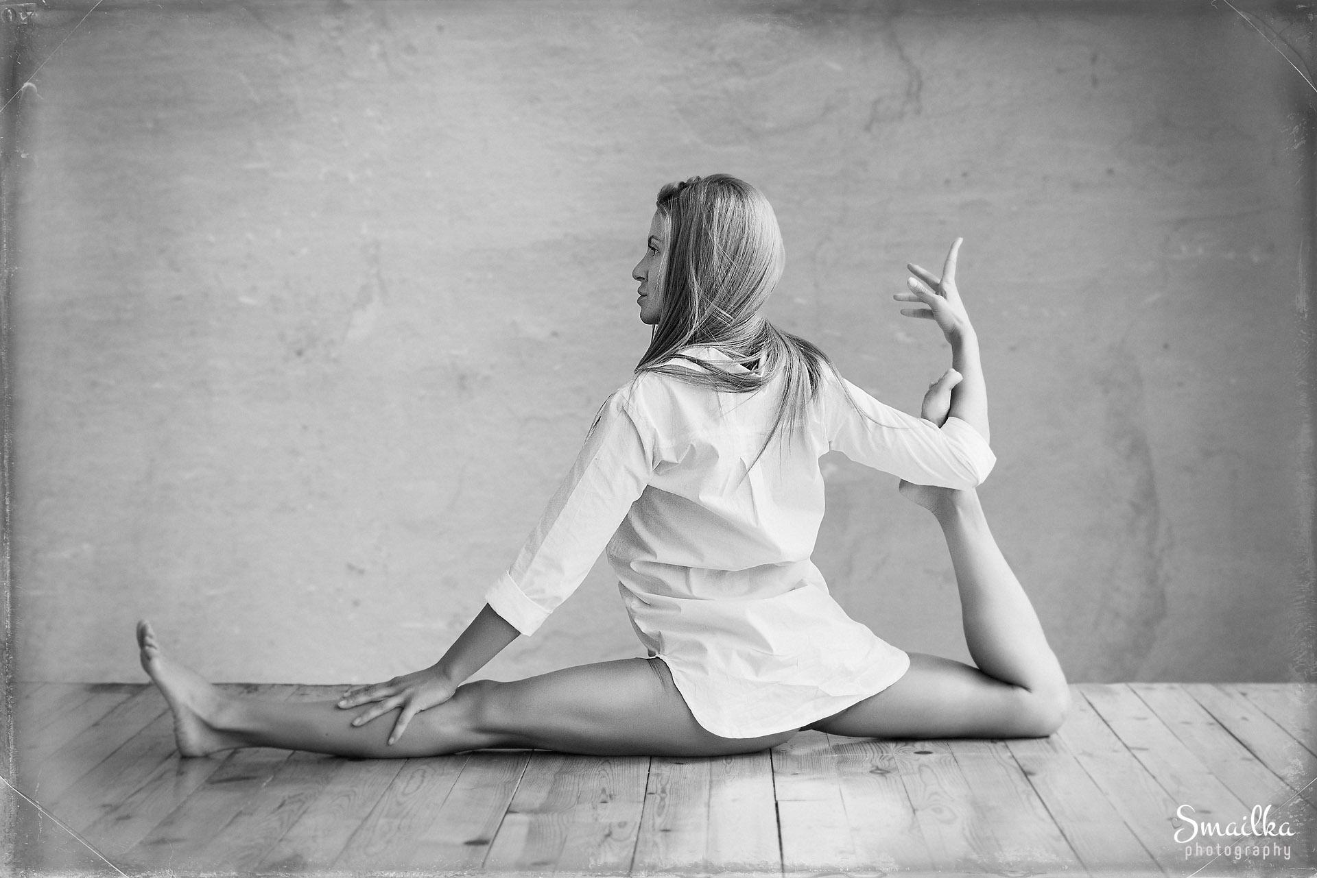 Lifestyle photography Yoga pose Yanica Dobrich