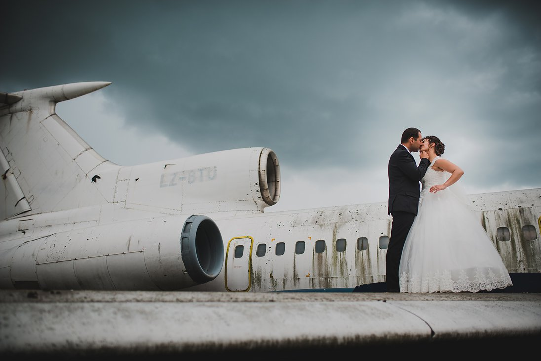 Airplanes wedding photosession in Bulgaria