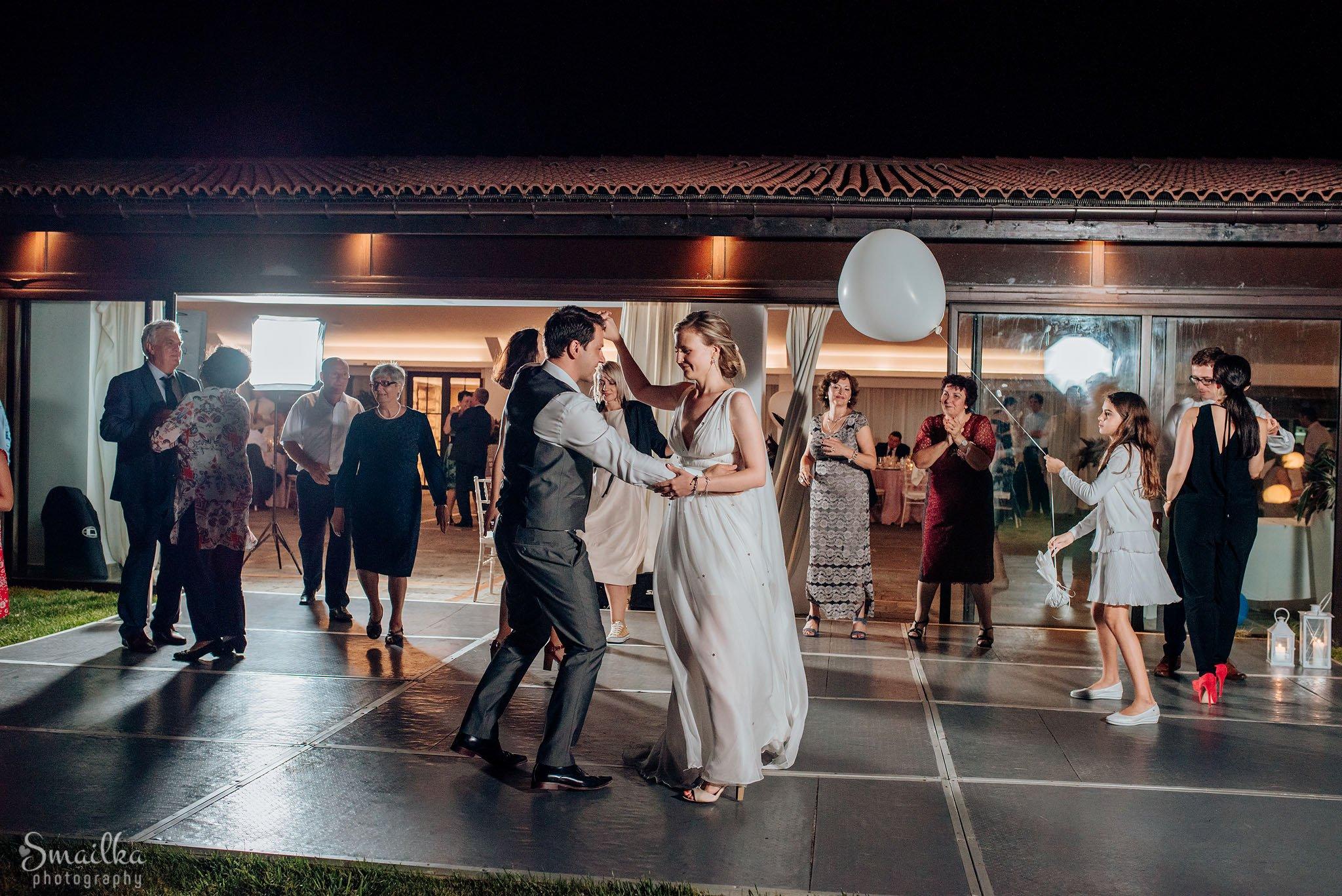 Wedding couple dancing outisde the restaurant at Black Sea Rama