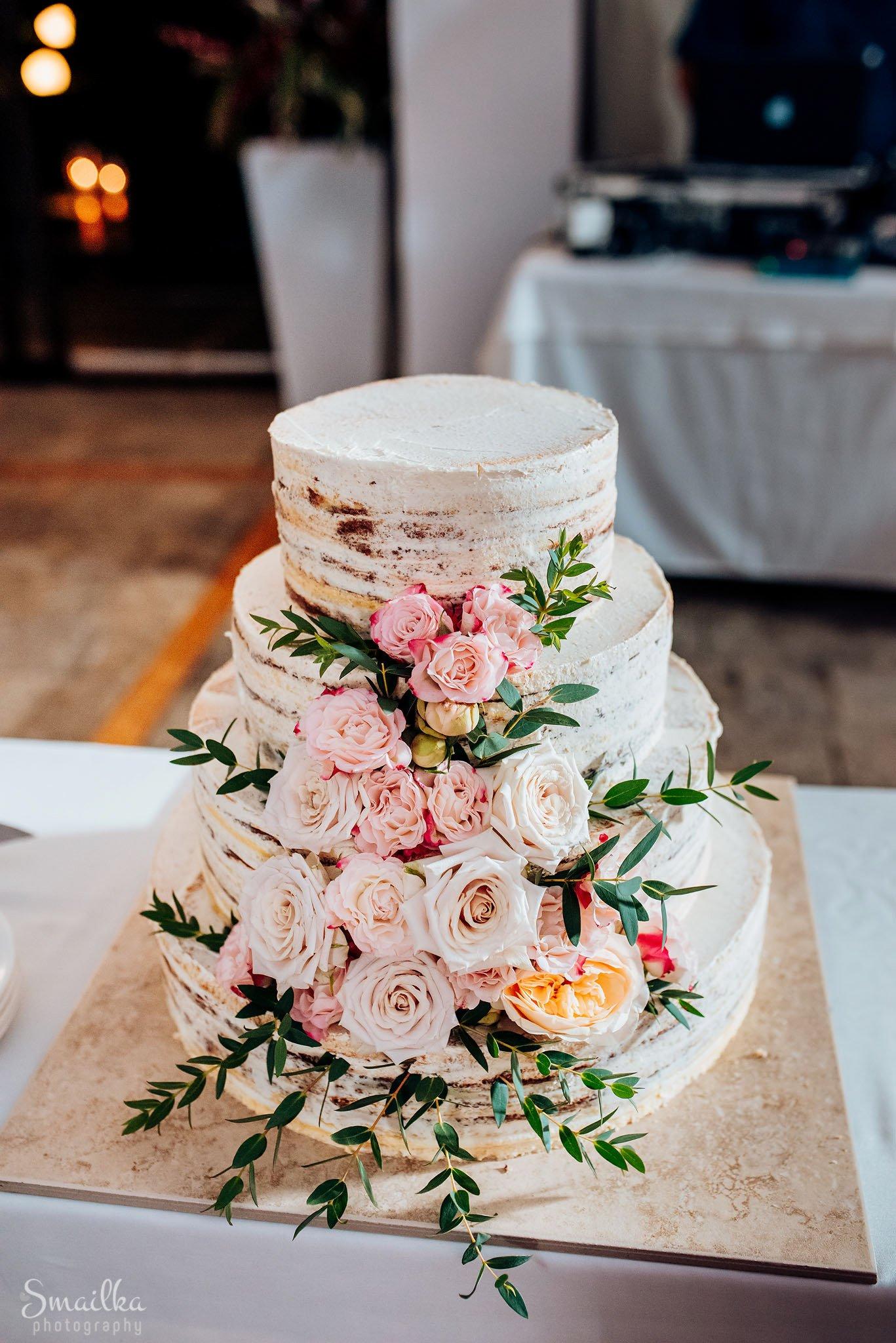 Wedding cake of Ana and Boz frontal view