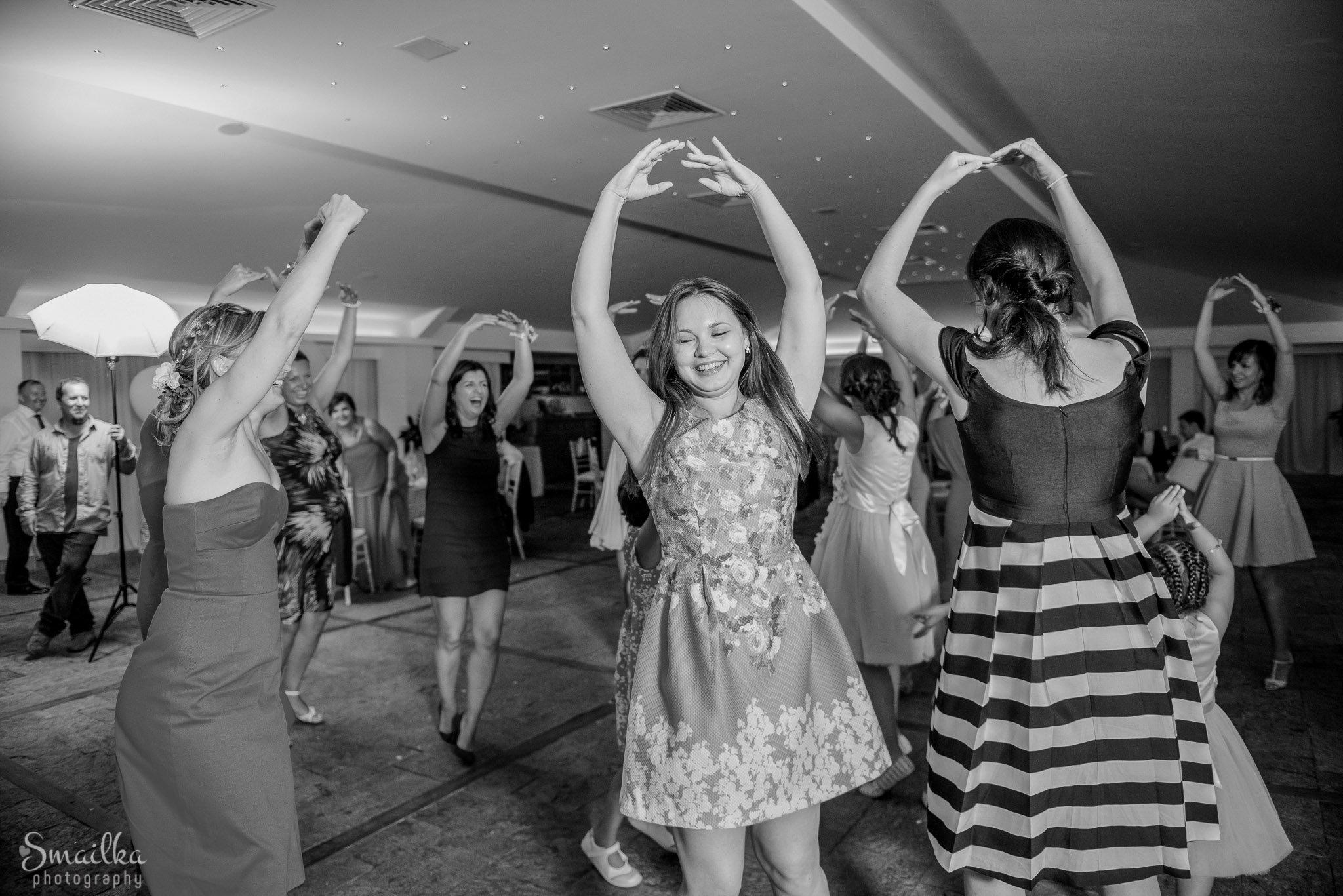 Girls at wedding dancing ballet at Black Sea Rama