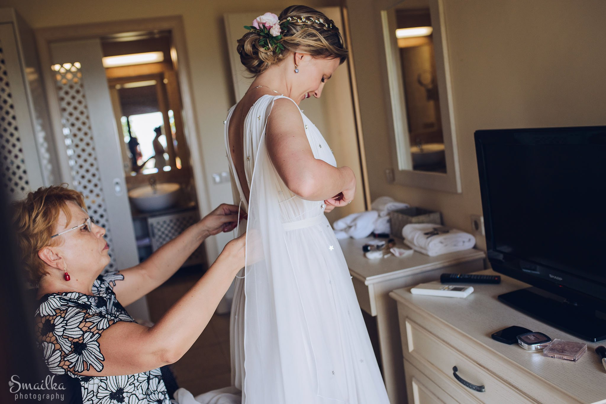 Mother dresses the bride at Black Sea Rama