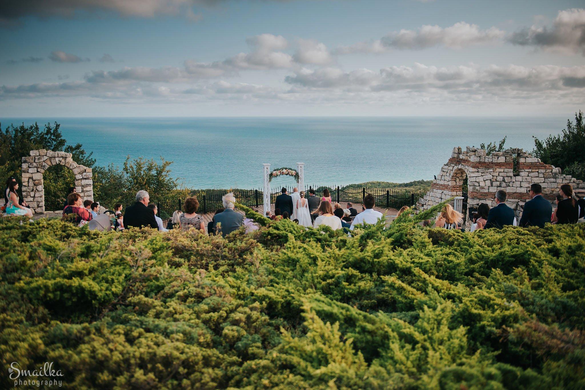 Wedding arc at Black Sea Rama