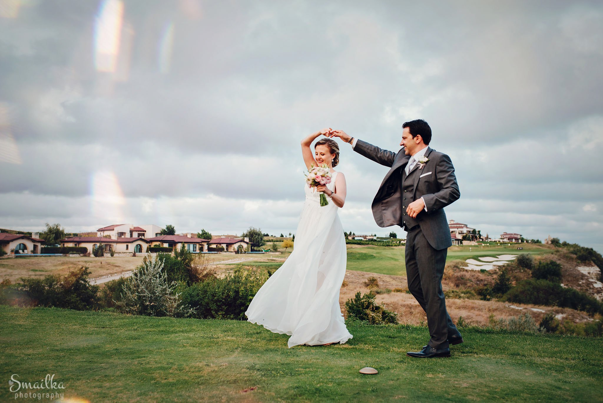 Wedding couple dancing photo session at Black Sea Rama