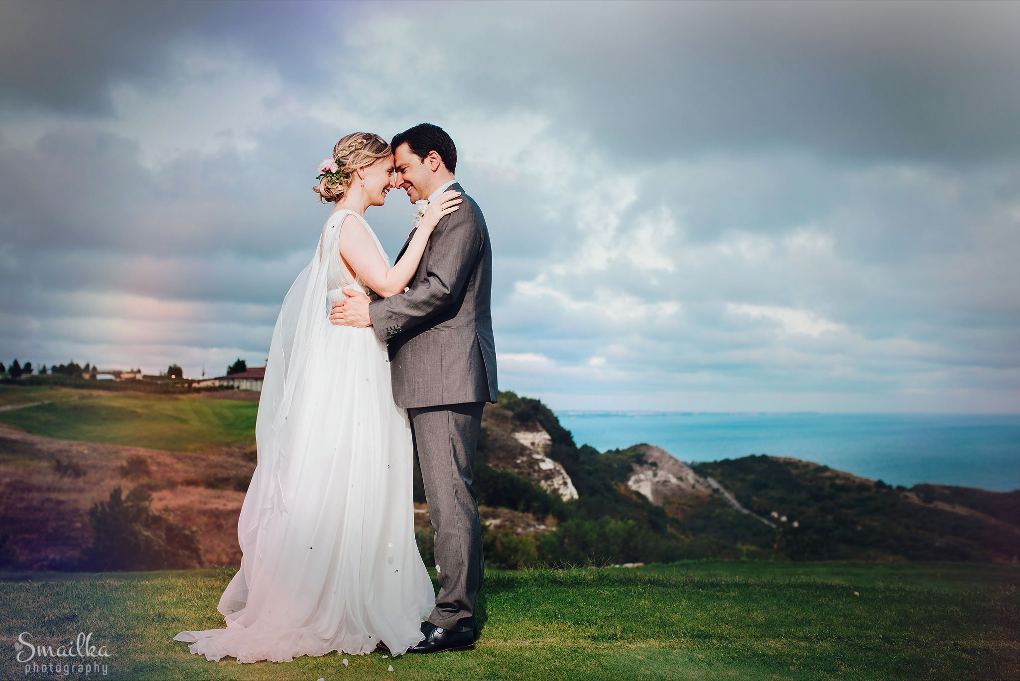 Bride and groom wedding photo session at the fields of Black Sea Rama