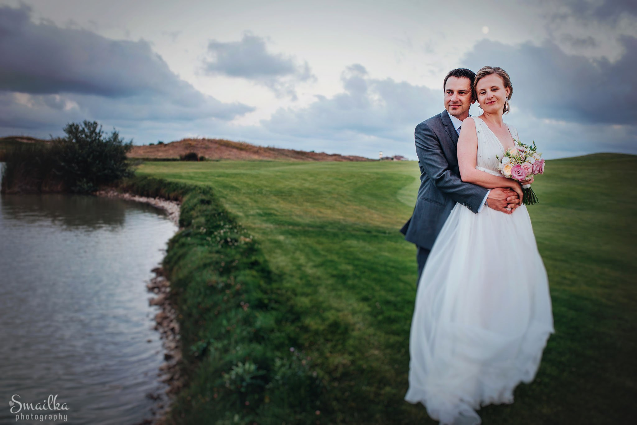 Bride and groom photo session on golf fields of Black Sea Rama
